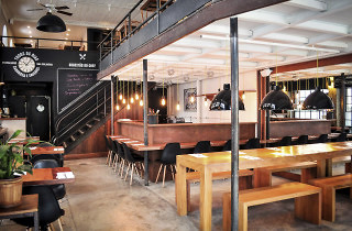 UK – Photo (Inside View Of Restaurant)